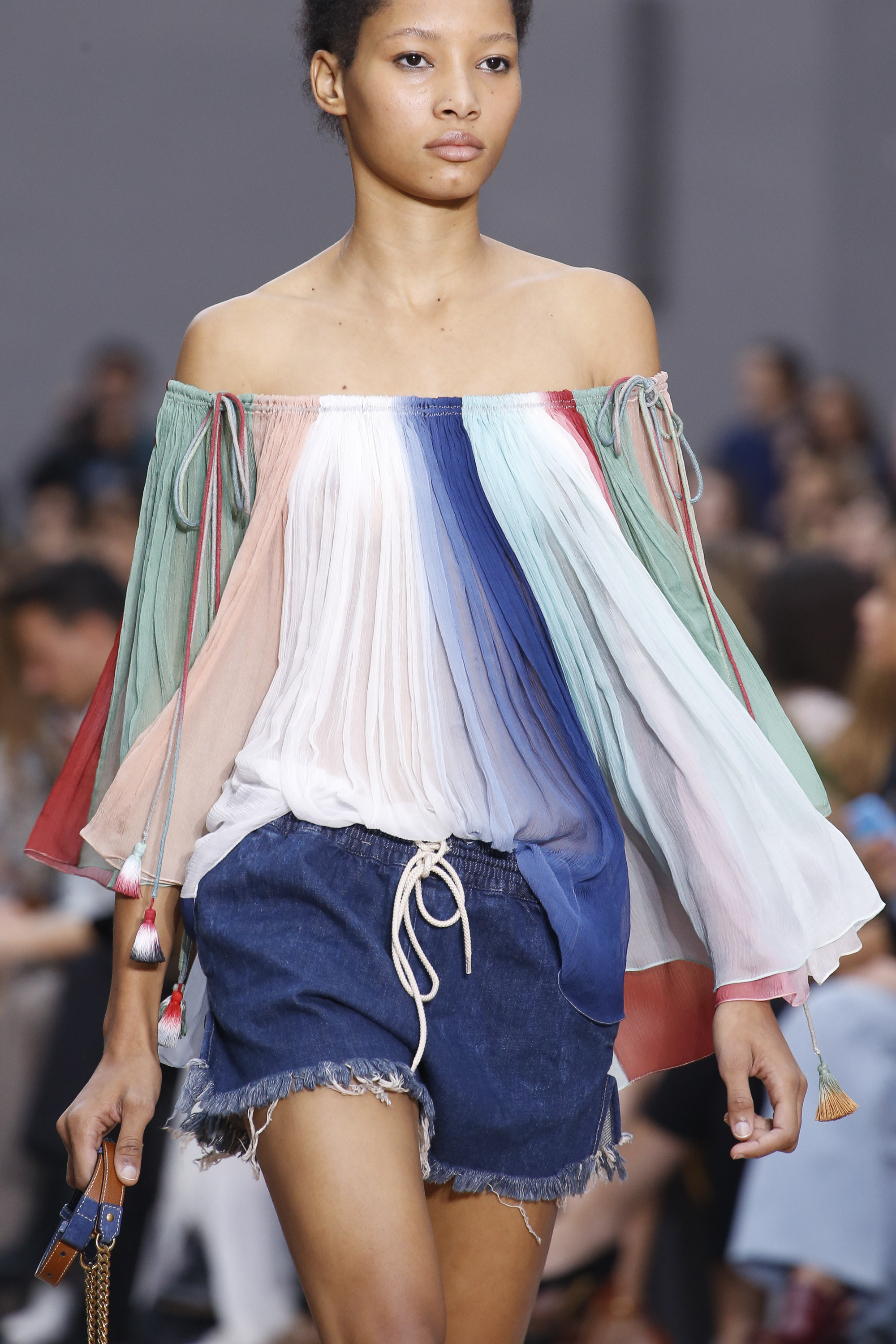 85d203e8f Source:http://www.vogue.com/fashion-shows/spring-2016-ready-to-wear/chloe /slideshow/collection#21